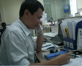 Nhân viên trực điện thoại tại Kobelco Compressor Việt Thiên